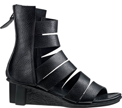Elegant, high-cut Trippen sandal in black