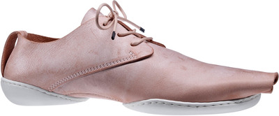 classical Trippen lace-up shoe in apricot