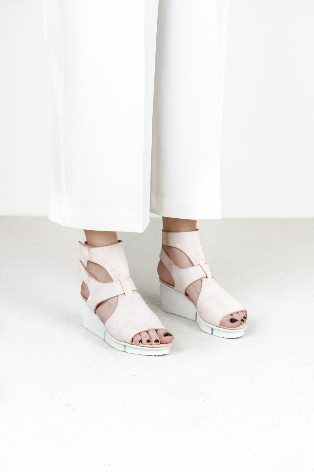 Trippen vista f ice apricot leather sandals