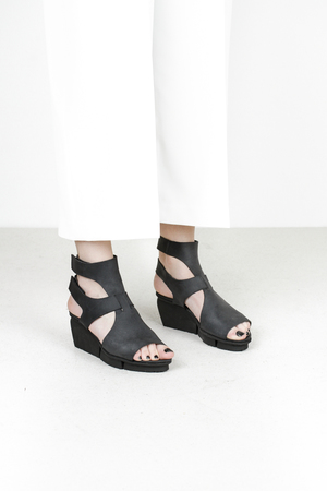 Trippen vista f pul blk leather sandals