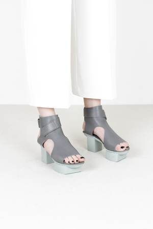 Trippen bollard f waw beton leather sandals