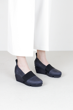 Trippen bargee f pull navy leather shoes
