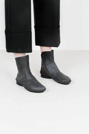 Trippen level f pull blk leather boots