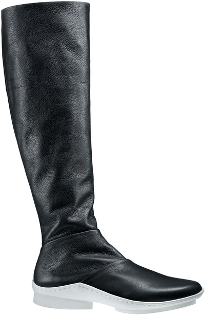 Knee-high, closely-fitting boot Spate