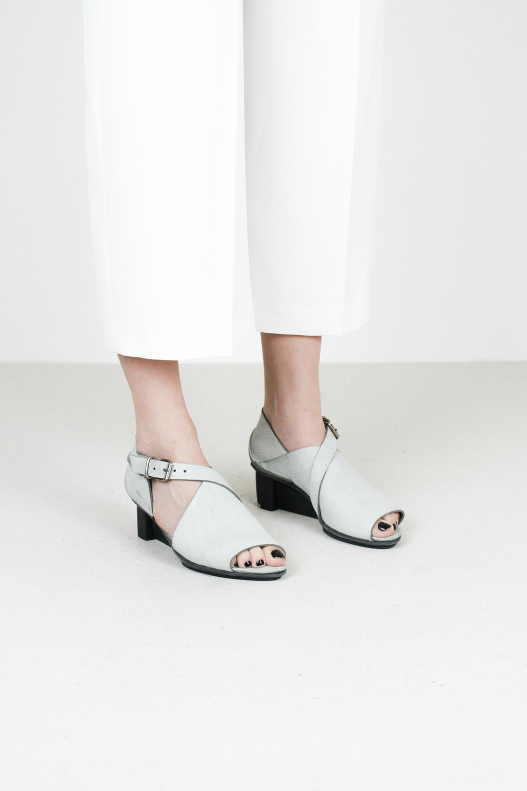 Trippen horizon f ice grey leather sandals