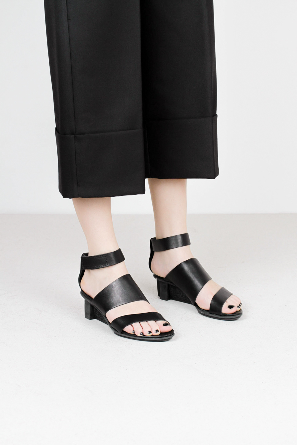 Trippen pulse f waw blk leather sandals