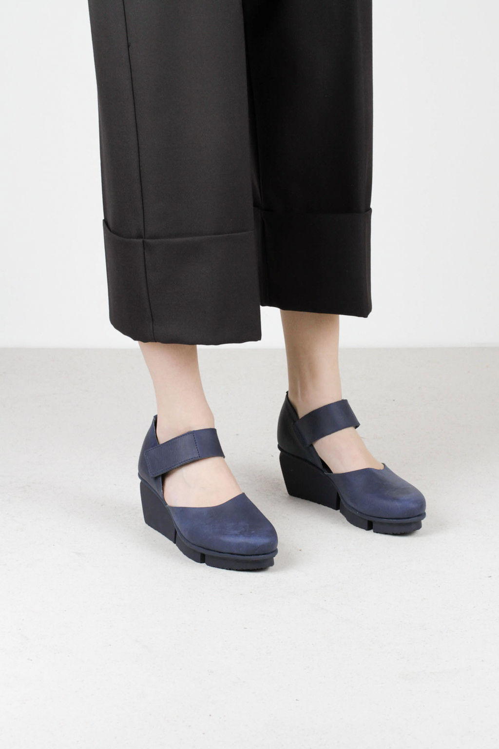 Trippen hostess navy pul leather shoes