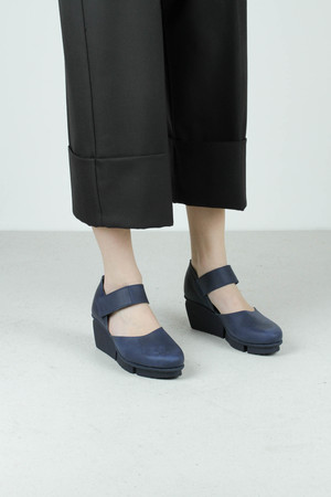 Hostess navy pul